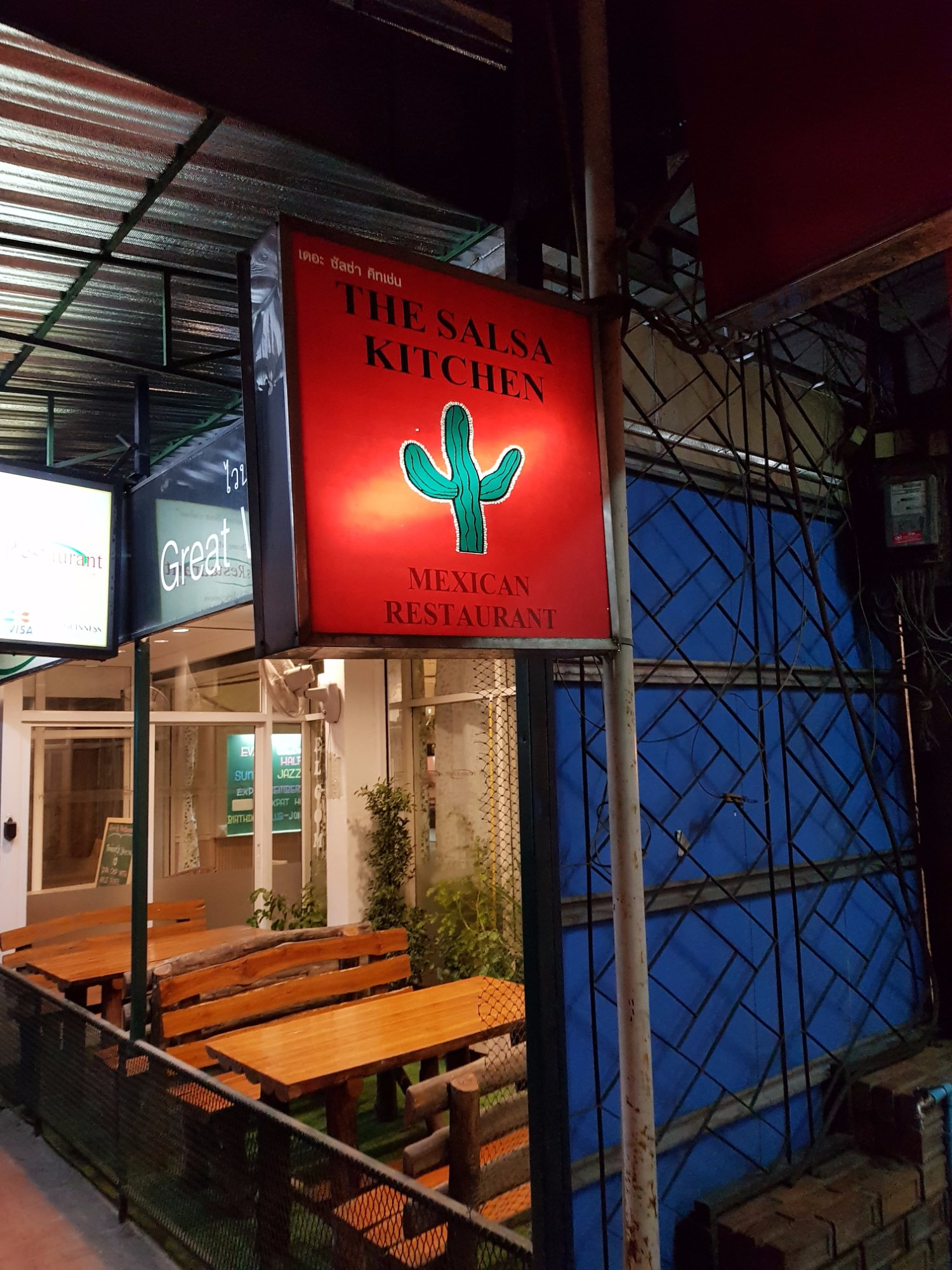 The salsa kitchen huay kaew chiang mai for Panneau exterieur restaurant