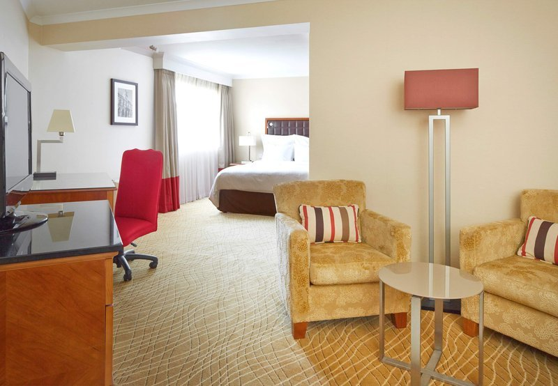 Northampton marriott hotel updated 2017 prices reviews for Dining room northampton