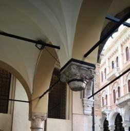 Il Capitello Senza Colonna