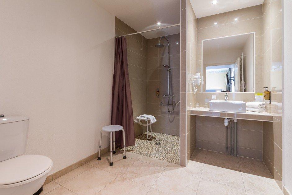Hotel des chateaux bewertungen fotos preisvergleich for Salle bain pmr