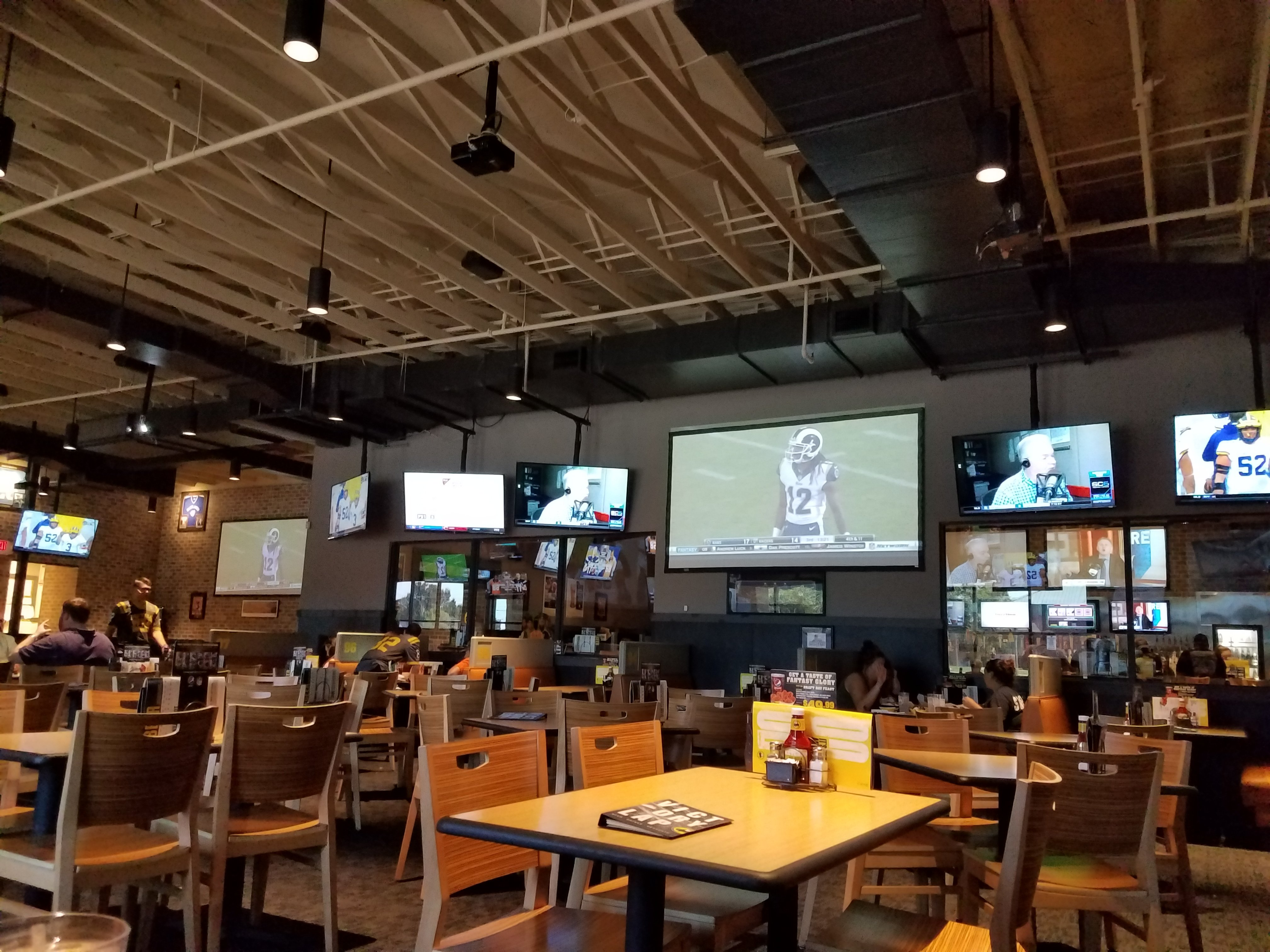 buffalo wild wings stillwater restaurant reviews phone number