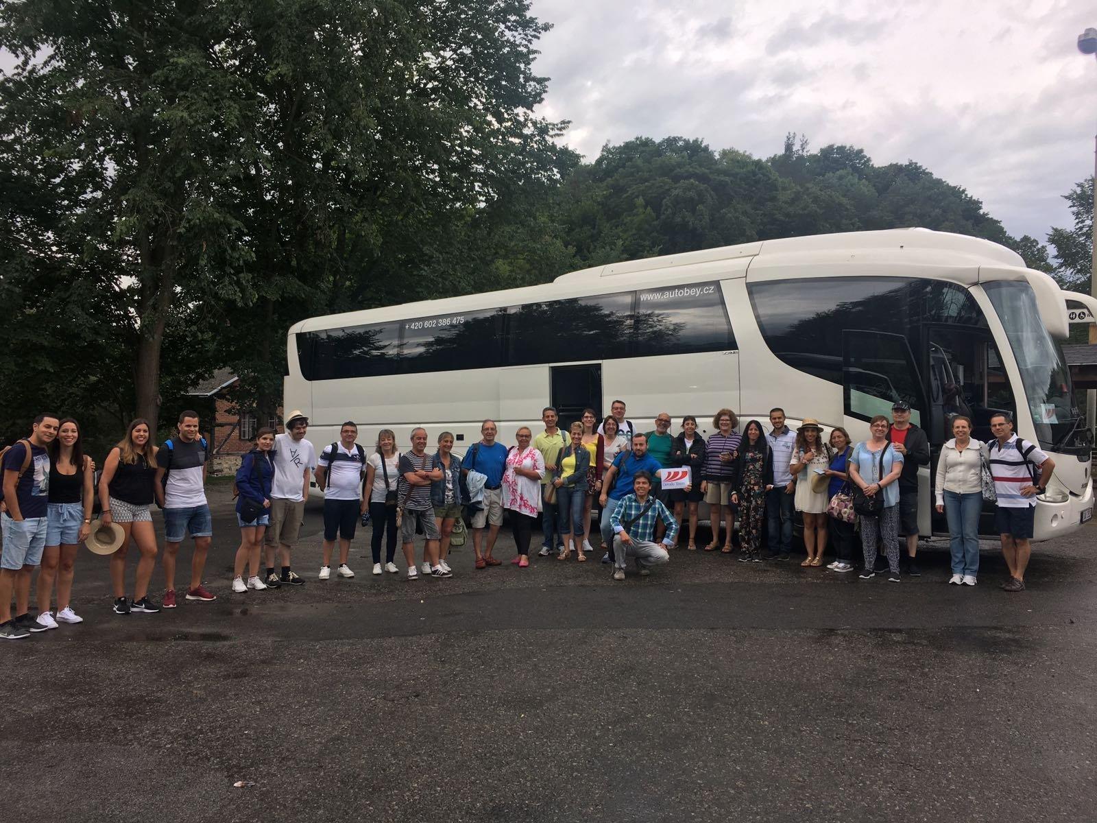 Bus de Dorado Tours - Gran Tour del Imperio Austrohúngaro, de camino a Austria