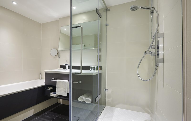 Hilton london heathrow airport updated 2017 hotel for Bathroom 4 less review