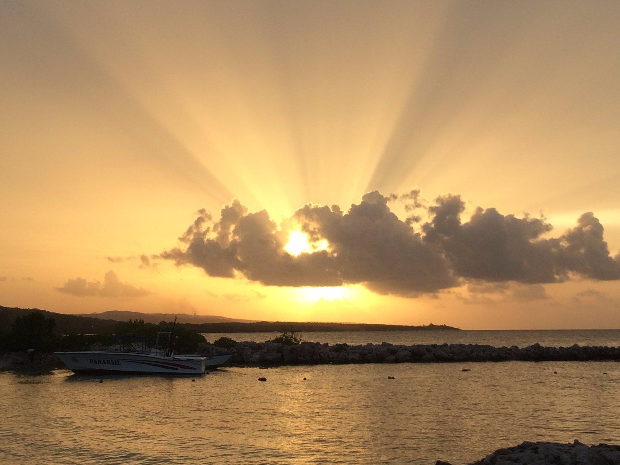 Este es el atardecer que se puede ver desde la playa del Luxury Bahía Príncipe Runaway. Fantásti