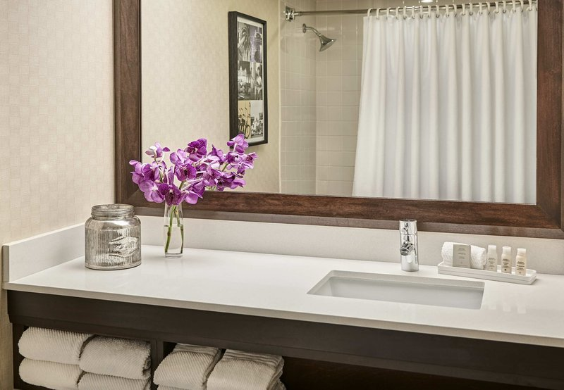 Renaissance los angeles airport hotel ca reviews for Bathroom 4 less review