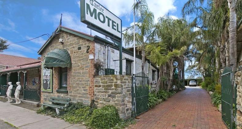 Tarlee Motel