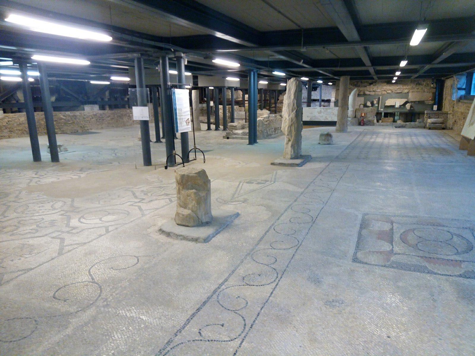 Concordia - Cattedrale di Santo Stefano: l'antico pavimento a mosaico