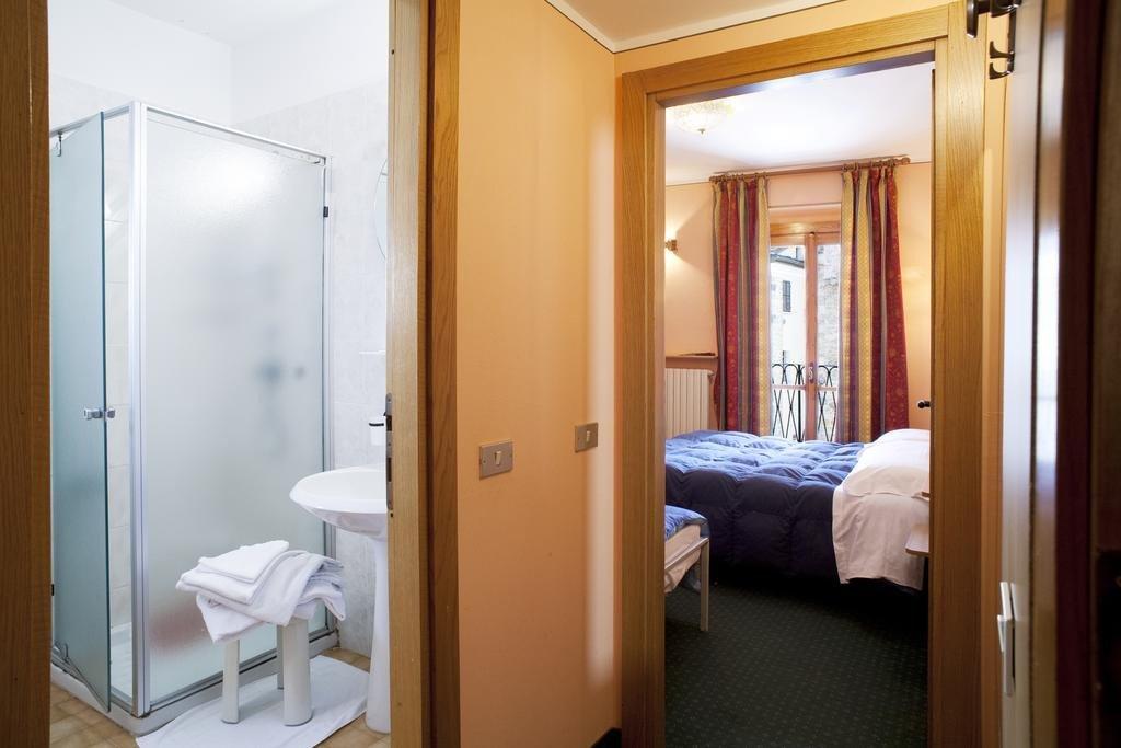 Meuble 39 hotel la piazzetta limone piemonte italien for Hotel meuble la spiaggiola
