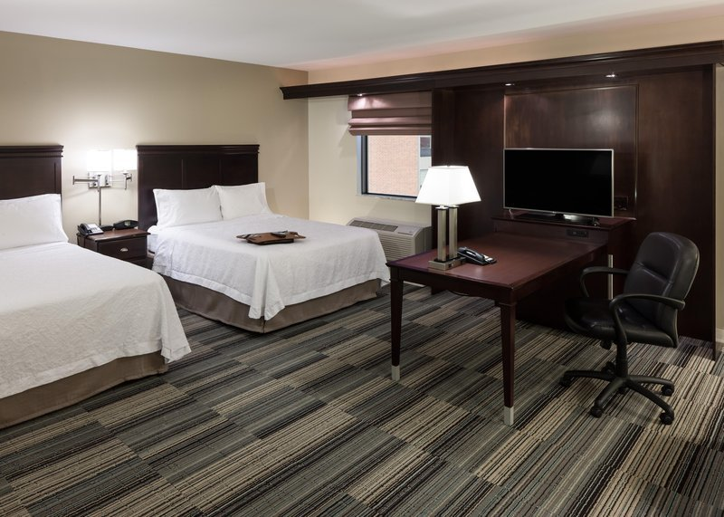 Hampton Inn Amp Suites Omaha Downtown Ne Hotel