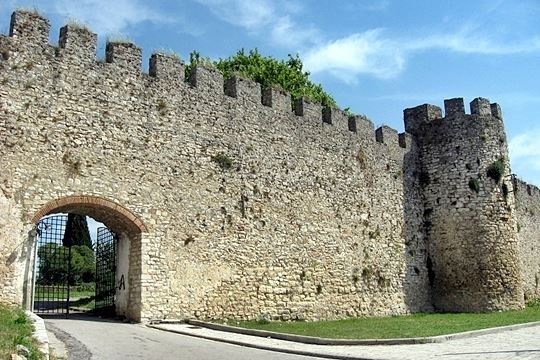 ‪The Castle of Arta‬