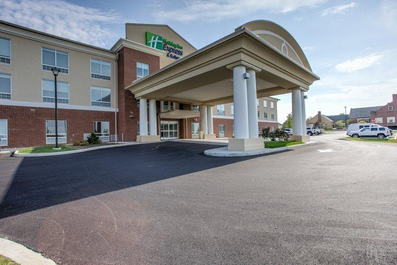 Holiday Inn Express Suites Lancaster East Strasburg