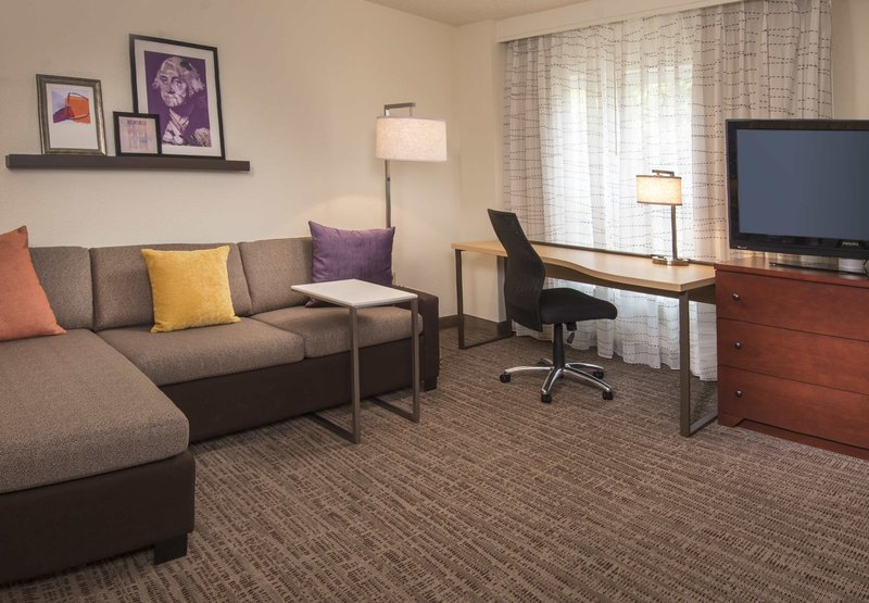 Residence inn alexandria for Living room c o maidstone