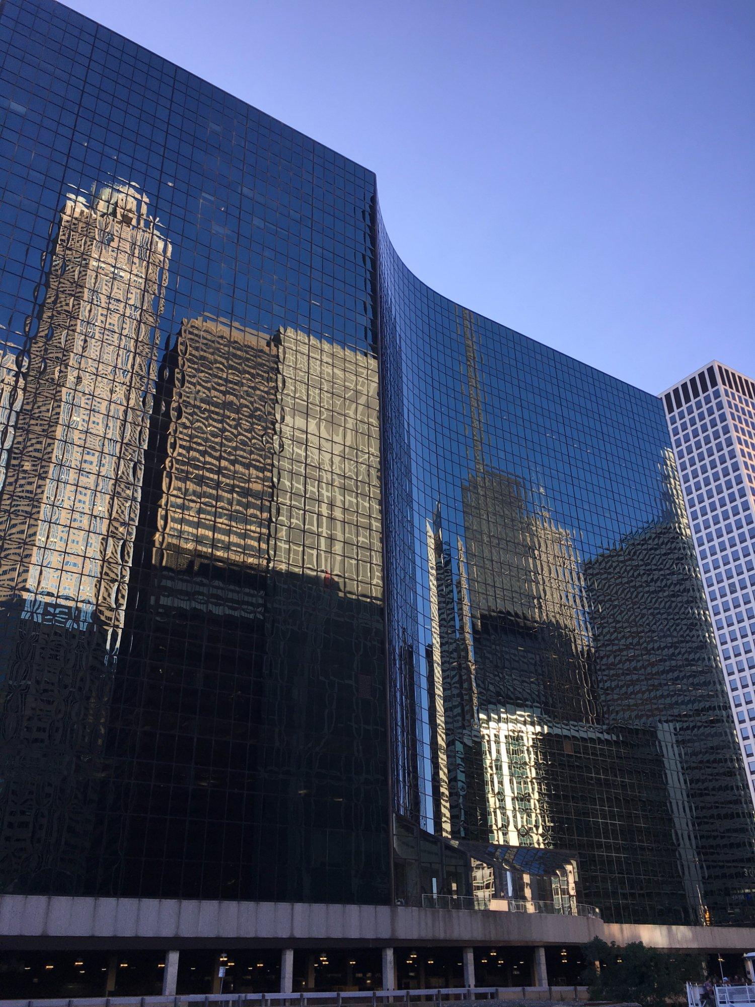 Arquitetura de Chicago é um destaque.