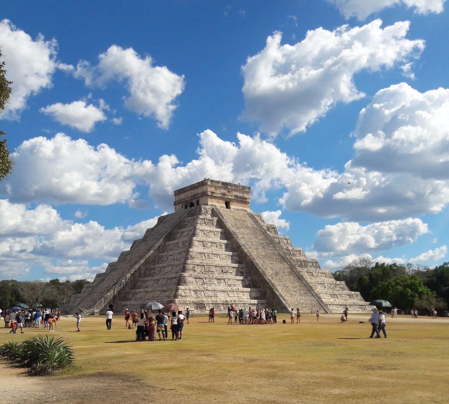 El templo de Chicen Itza (Mexico). Esta lleno de vendedores de artesanias, todo muy barato