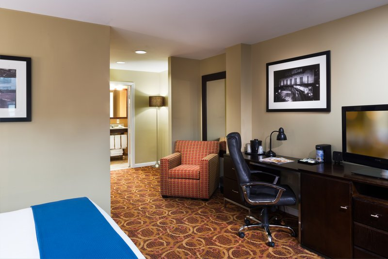 Holiday inn express hotel suites boston garden updated for Gardening express reviews