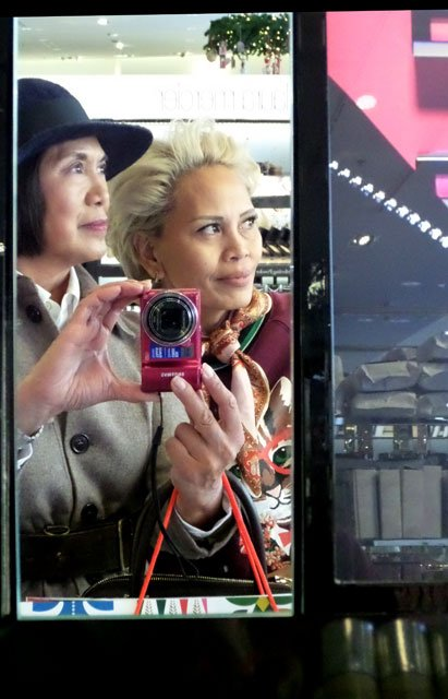 Lena and Liza selfie in Nordstrom at The Grove, Los Angeles