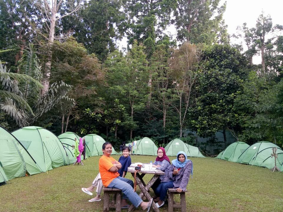 Tanakita camp site sukabumi indonesien omd men for Balcony hotel sukabumi