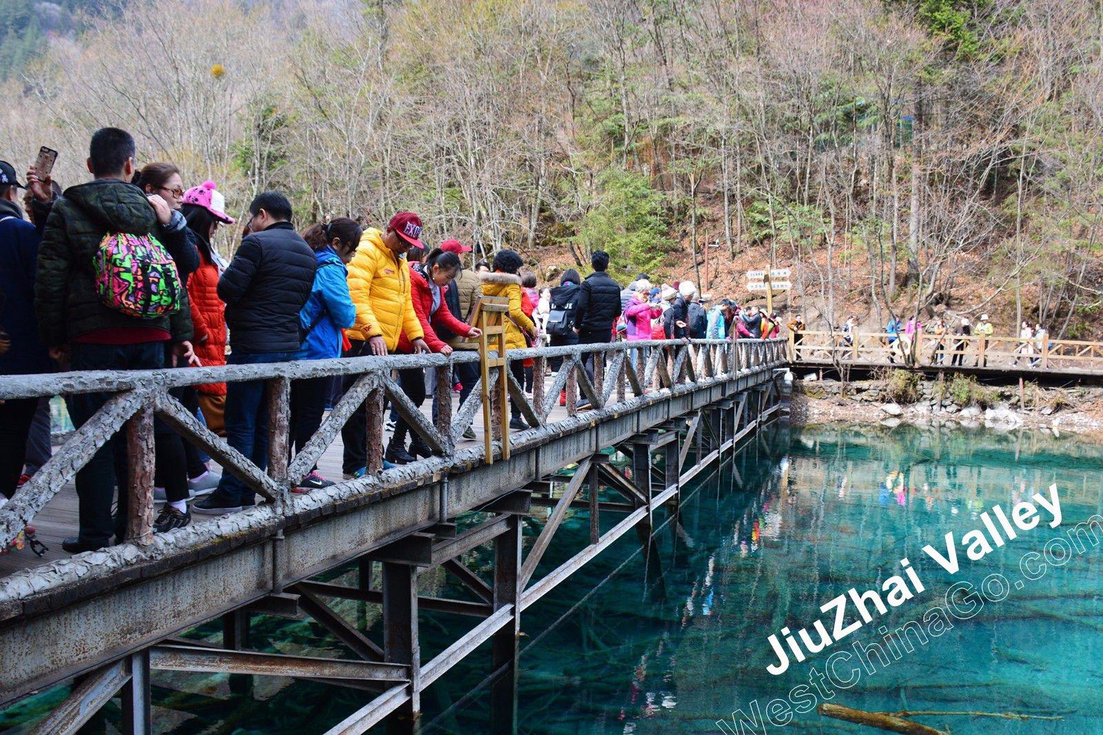 jiuzhaigou tours