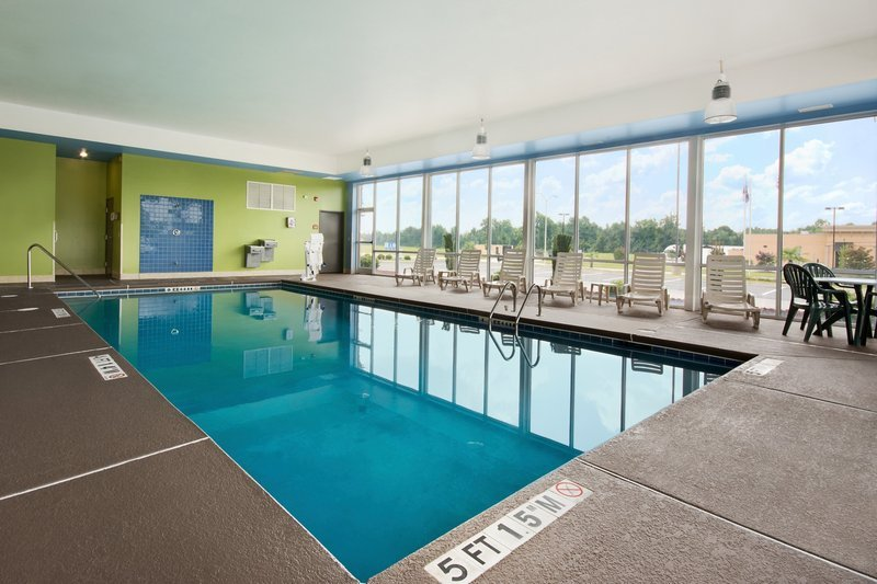 Holiday inn express hotel suites florence i 95 hwy 327 for Pool show florence sc