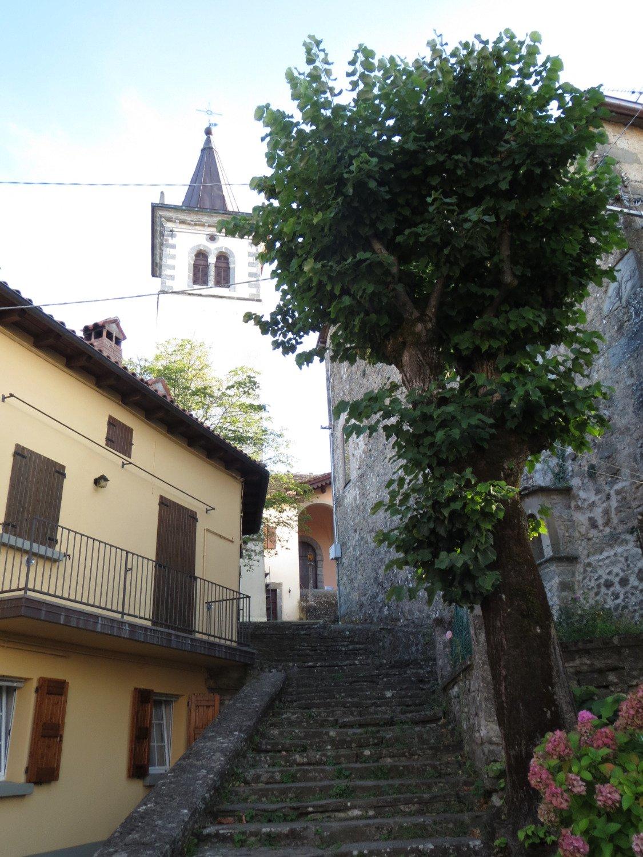 Castelluccio borgo antico - chiesa e campanile