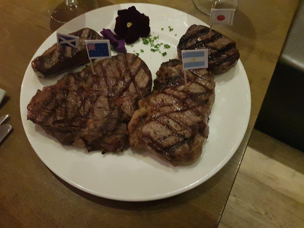 Steakhouse The Golden Bull