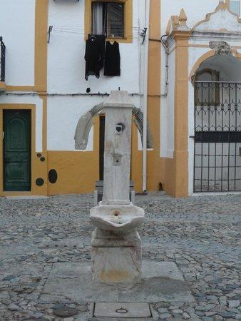 Largo dos Mercadores - Fonte