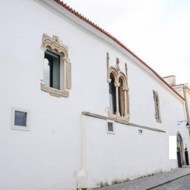 Janelas da frontaria do antigo Palácio dos Sepúlvedas
