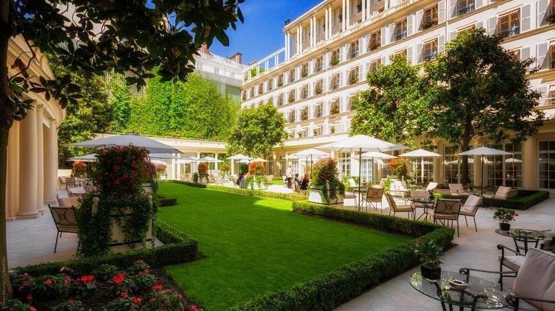 ホテル ル ブリストル パリ