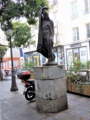 Statue L'Homme au bras levé