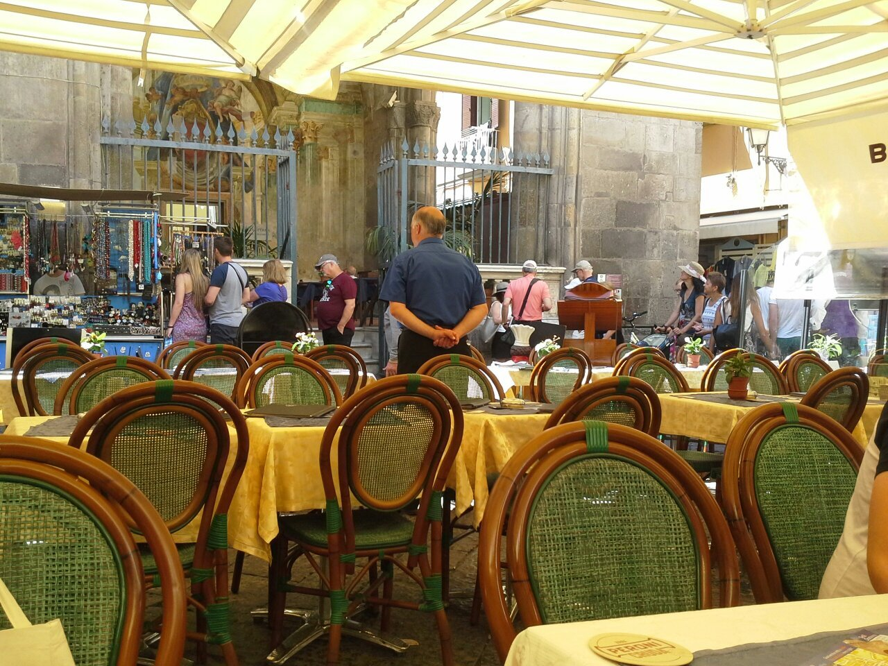 Nice bar in pedestrianised shopping centre.
