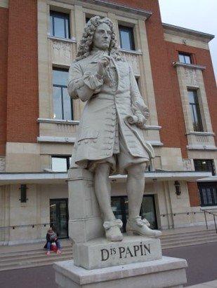 Statues de la Place Cresp
