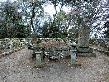 高橋紹運公並びに勇士の墓