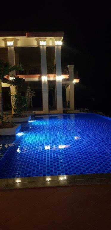 Great hotel with stunning pool on the Mekong river