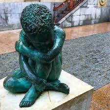 Estatua Del Pensador Nino