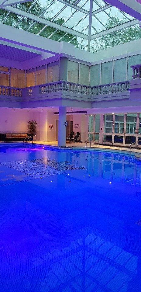Pool, sauna and spa.