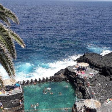 Precioso  enclave , podrás darte un baño en esta piscina natural con el mar de frente y disfrutando seguro del romper de las olas  ,muy recomendable