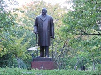 Statue of Shigeru Yoshida