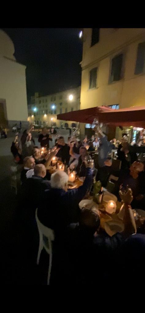 """Momento della """"Terronata"""", la cena omaggio di Gustapanino per i meridionali che vivono Firenze."""
