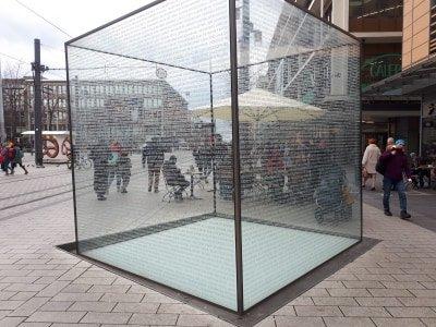 Glaskubus  - Denkmal fur die judischen Opfer des Nationalsozialismus