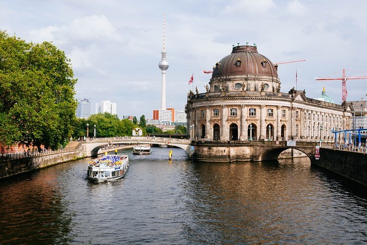 Historical Drive Around Berlin Live Virtual Experience