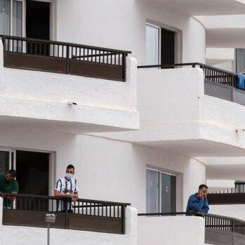 ESTE HOTEL COLABORA CON LA MAFIA DE CRUZ ROJA, ALOJANDO INMIGRANTES ILEGALES. LA CADENA SERVATUR ESTÁ HACIENDO NEGOCIO CON EL GOBIERNO A COSTA DE NUESTROS IMPUESTOS