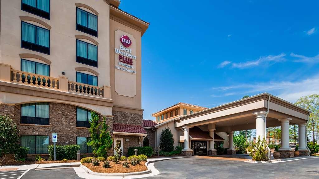 Best Western Plus Westgate Inn & Suites