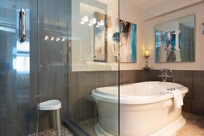 The Monashee Honeymoon suite