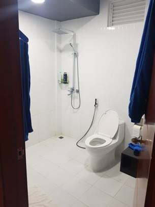 Large spacious bathroom, warm water.