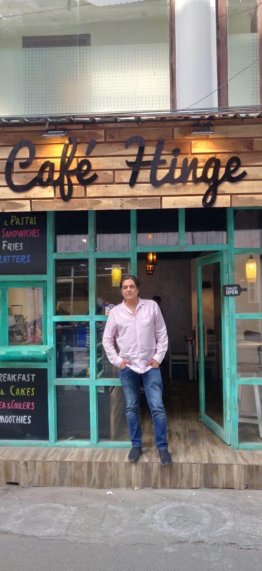 Actor Chandrachur singh got hinged @ Cafe hinge