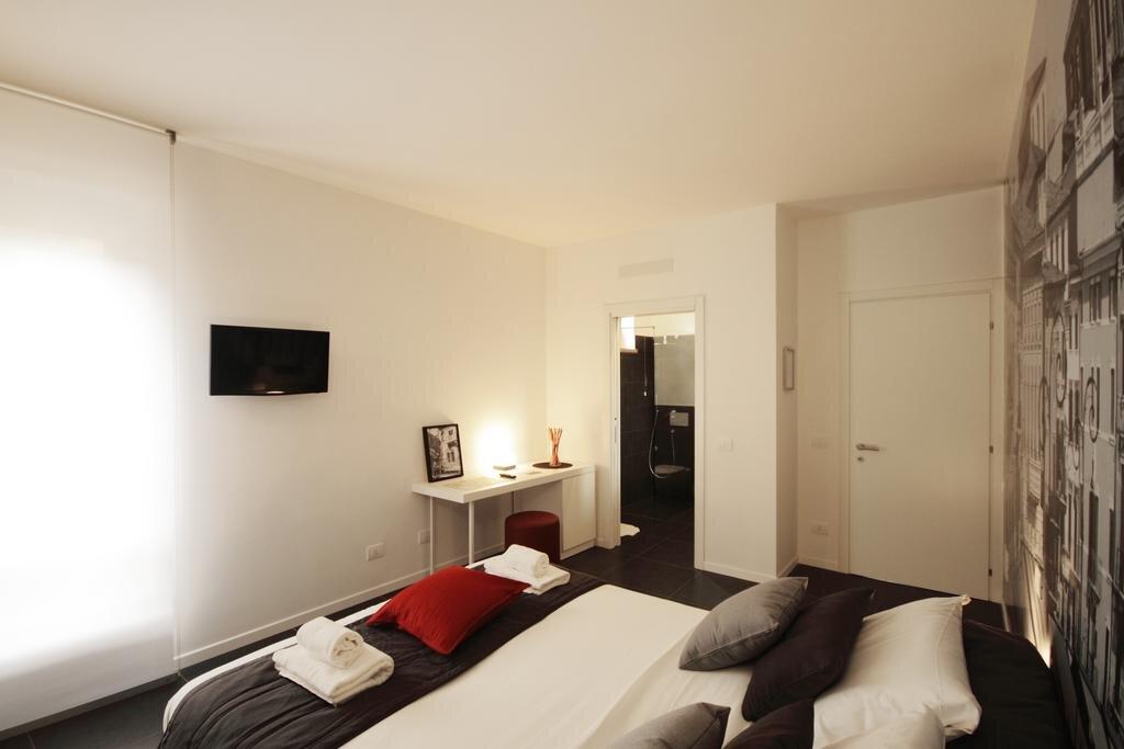 camera doppia deluxe  con bagno all' interno della camera