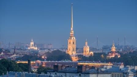 Вид на исторический центр Петербурга с террасы ресторана.