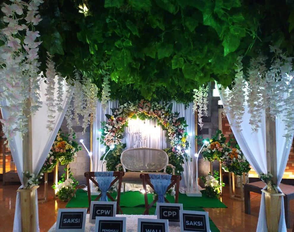 Di Rumah Makan Dewi Sri Mojokerto juga bisa menyelenggarakan wedding , gathering, birthday party ataupun acara - acara spesial anda