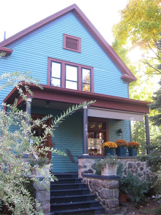 First Street Garden Inn