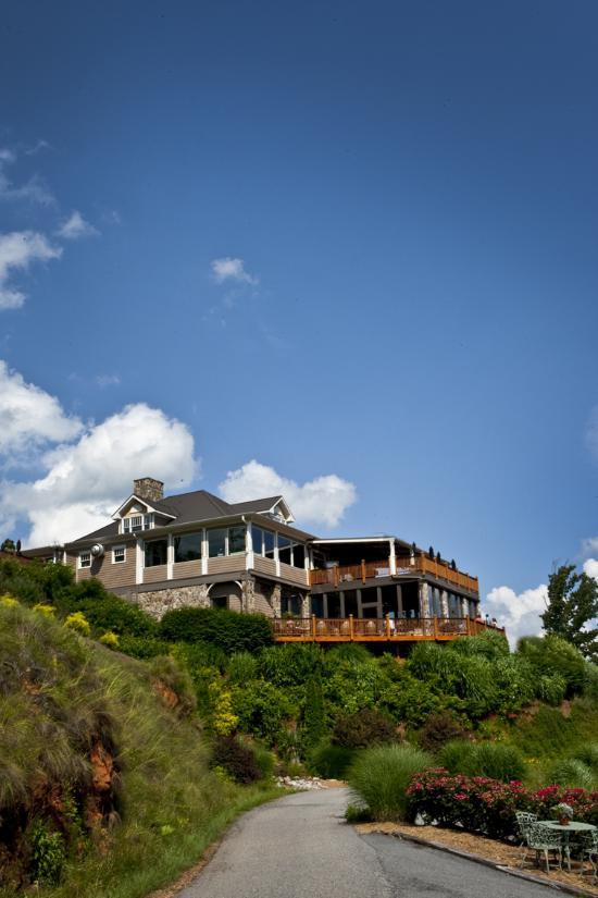 Hotels Near Wolf Mountain Vineyards